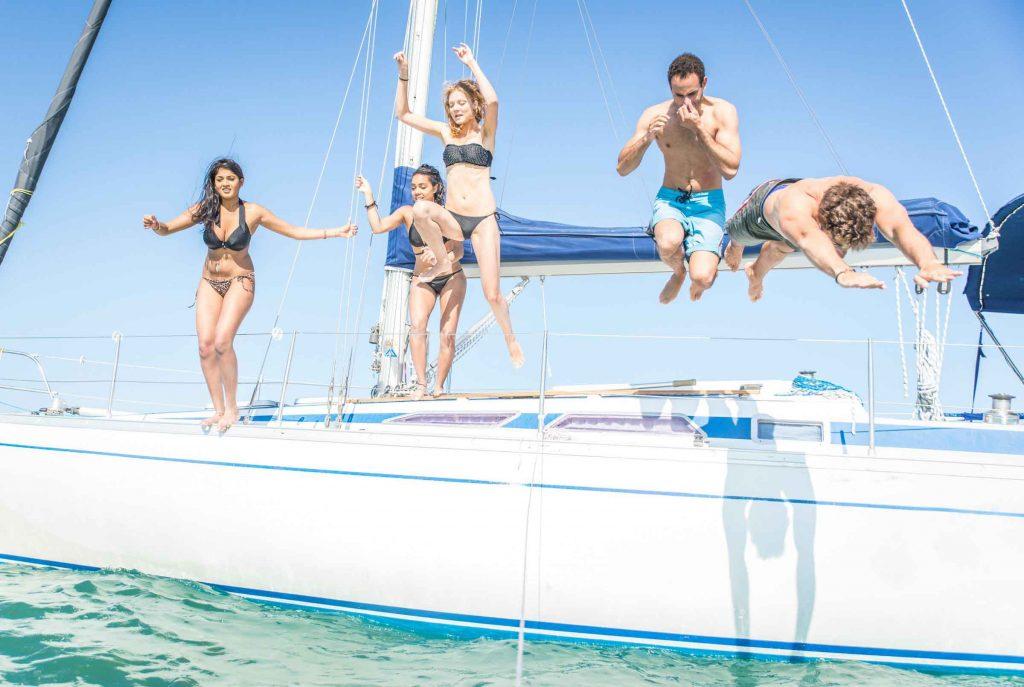 Отдых с друзьями на яхте в Сочи