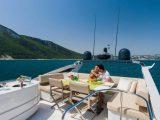 Семейный отдых на большой яхте